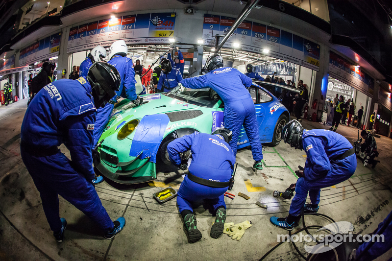 Pit stop for #44 Team Falken Tire Porsche 997 GT3 R: Peter Dumbreck, Wolf Henzler, Martin Ragginger,