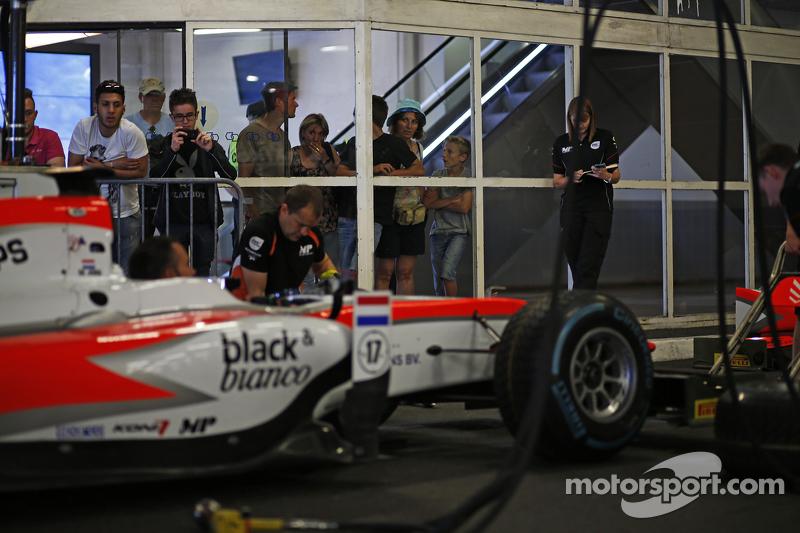 MP Motorsport, beim Boxenstopp-Training