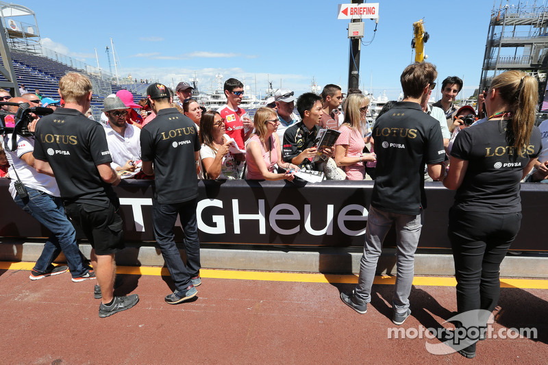 Pastor Maldonado, Lotus F1 Team and Romain Grosjean, Lotus F1 Team