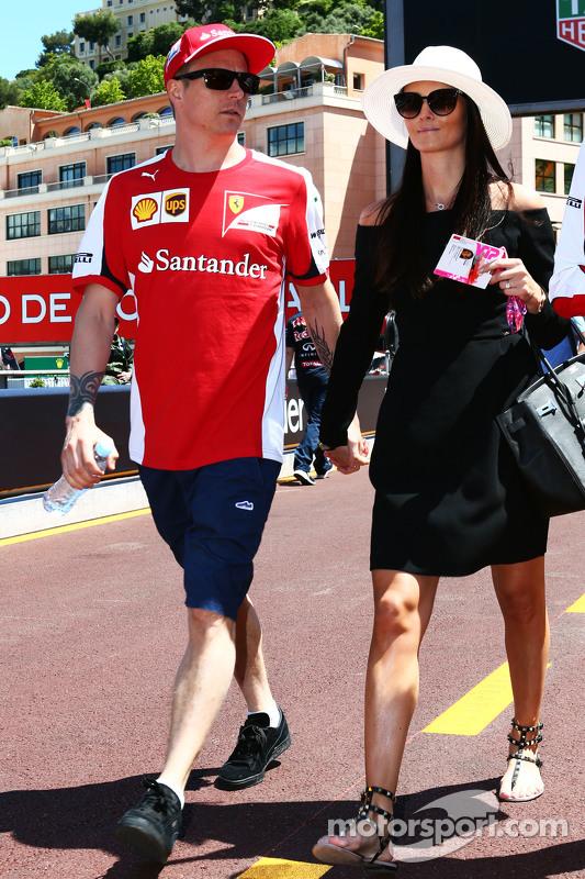 (Kiri ke Kanan): Kimi Raikkonen, Ferrari dengan kekasihnya Minttu Virtanen,