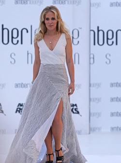 Jennifer Becks, petite amie d'Adrian Sutil, pilote de réserve Williams, au Amber Lounge Fashion Show