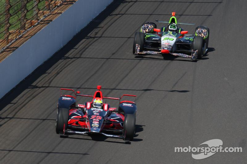 Justin Wilson, Andretti Autosport, Honda, und Townsend Bell, Dreyer und Reinbold Racing, Chevrolet