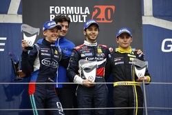 Подиум: Василий Романов, Cram Motorsport, второй, Матевос Исаакян, JD Motorsport, победитель, и Амори Ришар, Arta Engineering, третий