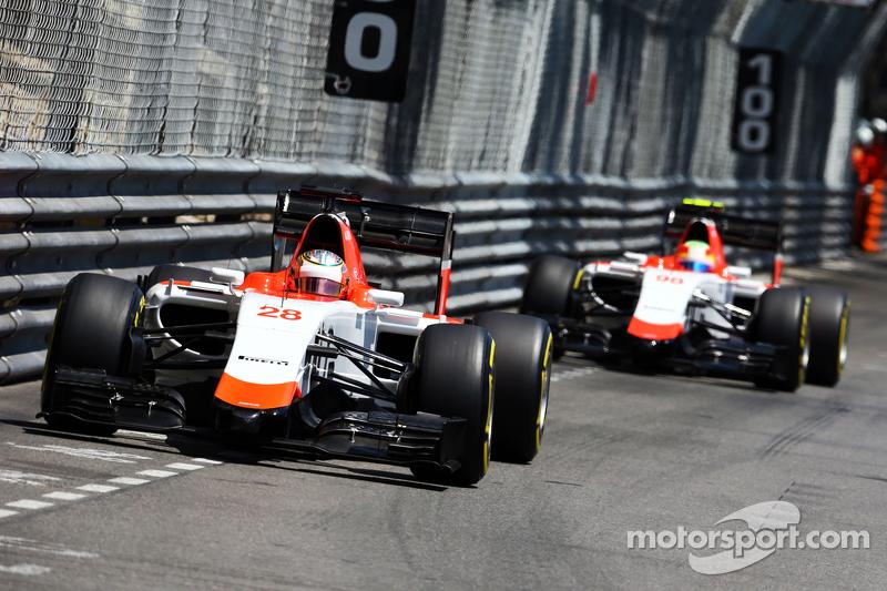 Will Stevens, Manor F1 Team, precede il compagno di squadra Roberto Merhi, Manor F1 Team