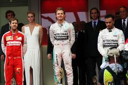 Pódio: segunda posição Sebastian Vettel, Ferrari, vencedor Nico Rosberg e o terceiro colocado Lewis Hamilton, Mercedes AMG F1