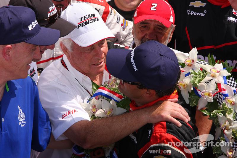 1. Juan Pablo Montoya, Team Penske, Chevrolet, mit Roger Penske