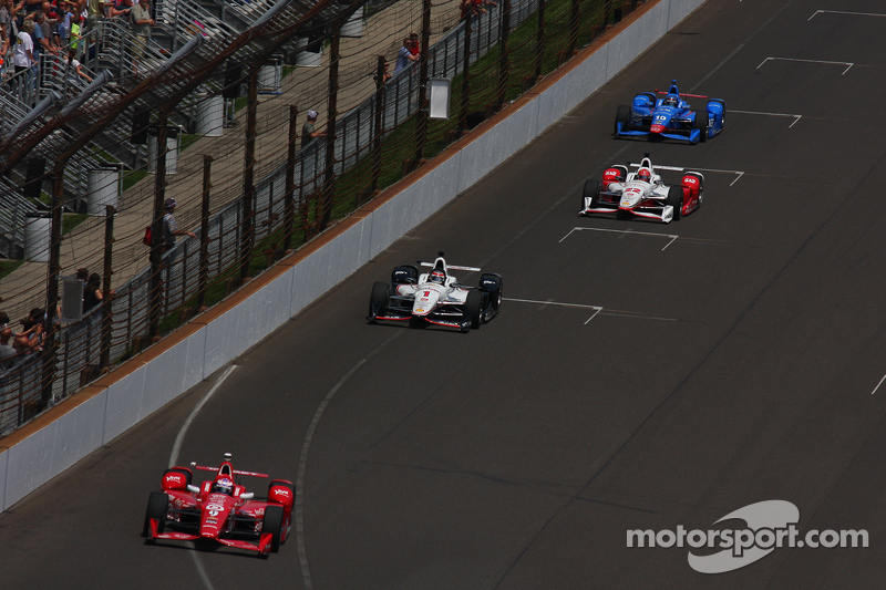 Scott Dixon, Chip Ganassi Racing Chevrolet leads