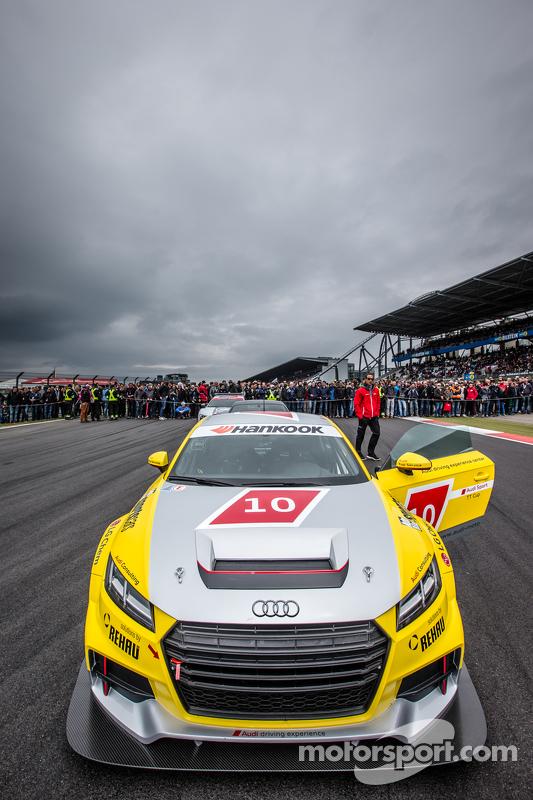 Audi TT Cup-Auto an der Spitze der Startaufstellung
