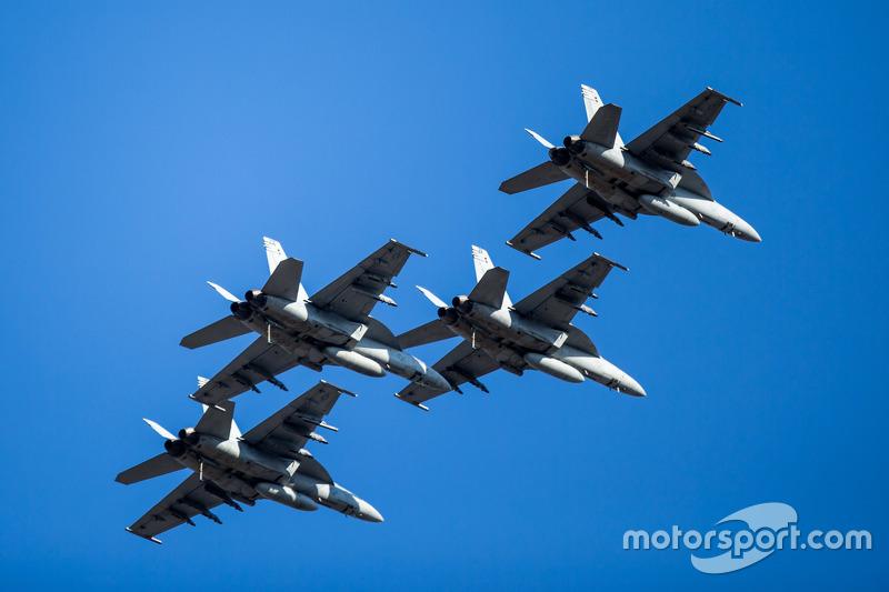 F-18A, Überflug