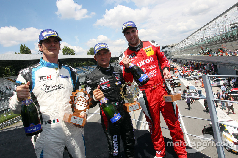 Podium: race winner Gianni Morbidelli, Honda Civic TCR, West Coast Racing, second place Pepe Oriola,