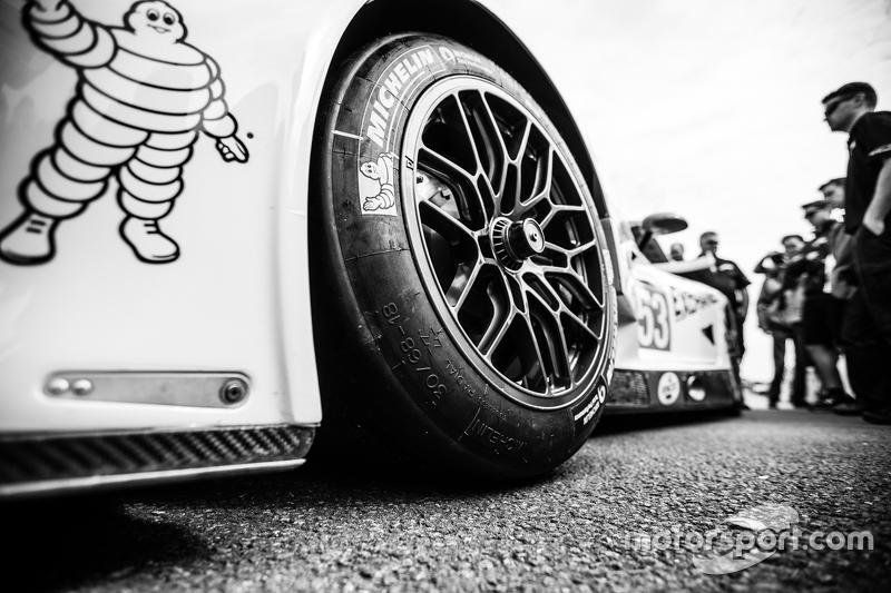 #53 Riley Motorsports Dodge Viper GTS-R wheel detail