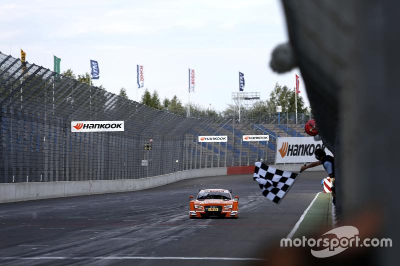 Checkered Flag for Jamie Green, Audi Sport Team Rosberg Audi RS 5 DTM