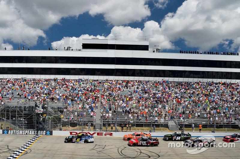 Start: Darrell Wallace jr., Roush Fenway Racing, Ford, in Führung
