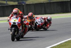 Andrea Iannone, Ducati Team con Marc Márquez, Repsol Honda Team y Andrea Dovizioso, Ducati Team