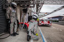 #17 Porsche Team Porsche 919 Hybrid: Timo Bernhard, Mark Webber, Brendon Hartley, Frédéric Makowiecki
