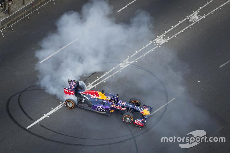 Карлос Сайнс мол. Red Bull Racing
