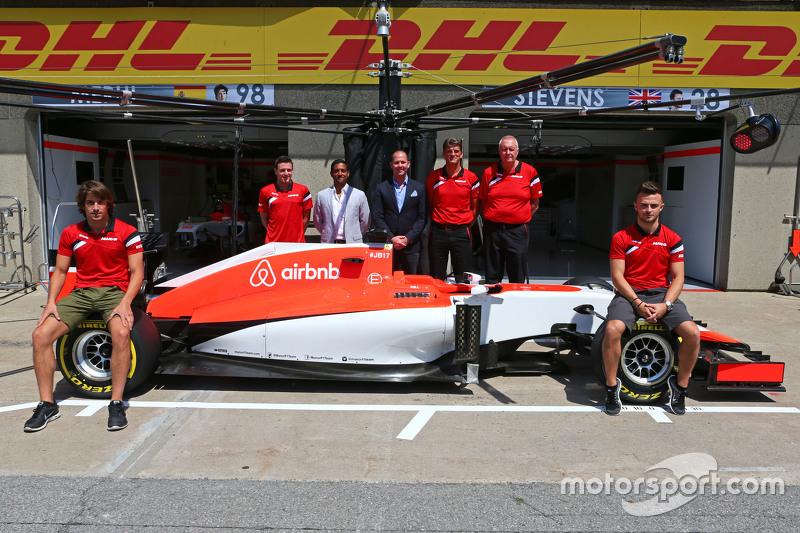 Roberto Merhi, Manor F1 Team, und Will Stevens, Manor F1 Team; Graeme Lowdon, Manor F1 Team, Geschäf