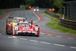 #17 Porsche Team Porsche 919 Hybrid: Timo Bernhard, Mark Webber, Brendon Hartley, Frédéric Makowieck