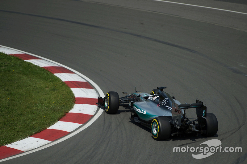 Lewis Hamilton, Mercedes AMG F1 W06 spins at the hairpin in the first practice session