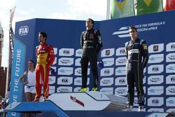 Podium: 2. Lucasi di Grassi, Audi Sport Team Abt; 1. Nelson Piquet jr., China Racing, und 3. Sébastien Buemi, e.dams-Renault Formula E Team