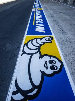 Реклама Michelin на пит-лейне
