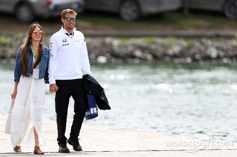 Jenson Button, McLaren con su esposa Jessica Button