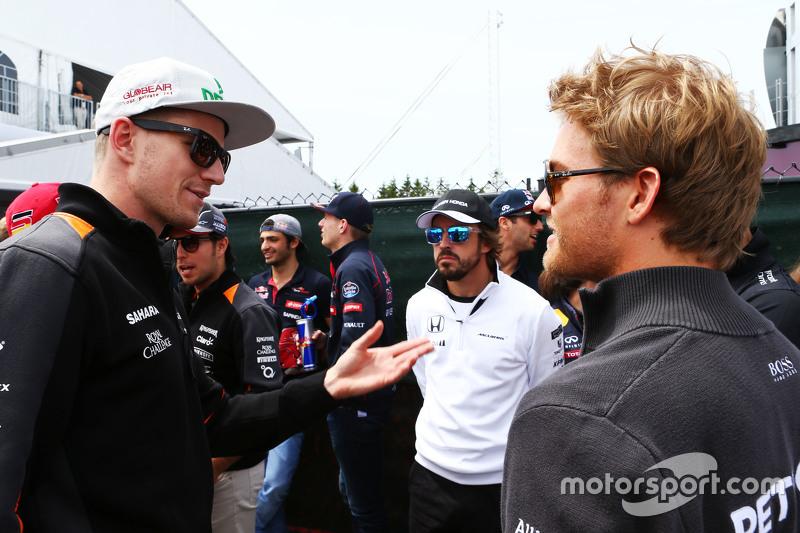 Ніко Хюлкенберг, Sahara Force India F1 з Ніко Росберг, Mercedes AMG F1 на параді пілотів