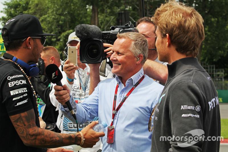 Lewis Hamilton, Mercedes AMG F1, mit Johnny Herbert, Sky-Experte, und Nico Rosberg, Mercedes AMG F1, bei der Fahrerparade