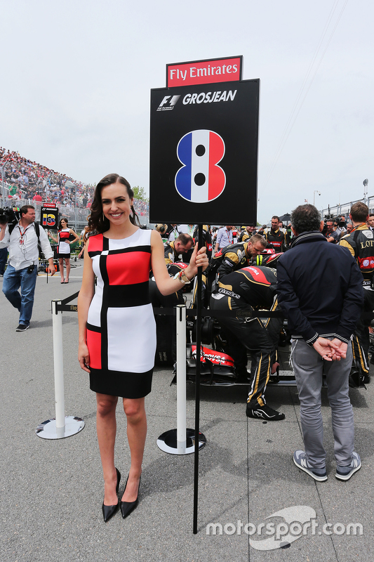 Gridgirl von Romain Grosjean, Lotus F1 Team