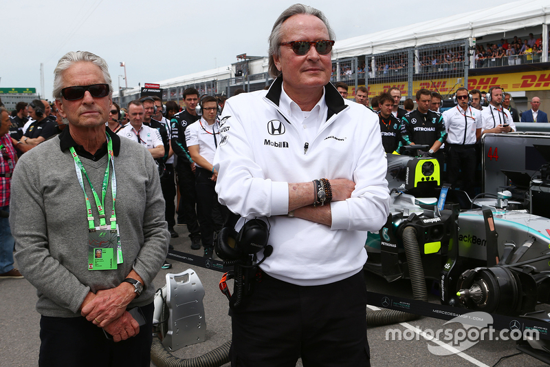 Michael Douglas, Actor with Mansour Ojjeh, McLaren shareholder on the grid 07