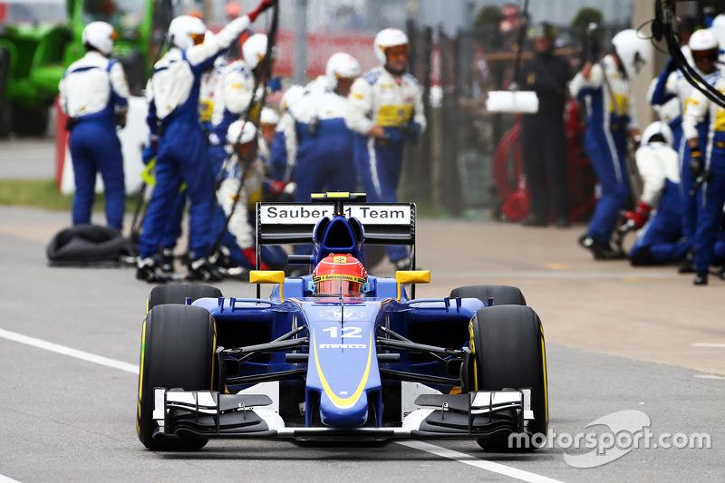 Felipe Nasr, Sauber C34 makes a pit stop
