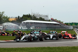 Lewis Hamilton, Mercedes AMG F1 W06, en tête au départ de la course