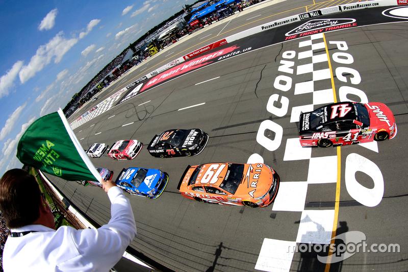 El inicio: Kurt Busch, Stewart-Haas Racing Chevrolet leads