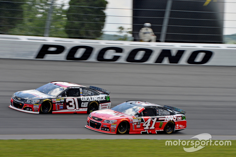 Kurt Busch, Stewart-Haas Racing Chevrolet and Ryan Newman, Richard Childress Racing Chevrolet