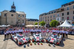 #7 Audi Sport Team Joest, Audi R18 e-tron quattro: Marcel Fässler, André Lotterer, Benoit Tréluyer und #8 Audi Sport Team Joest, Audi R18 e-tron quattro: Lucas di Grassi, Loic Duval, Oliver Jarvis und #9 Audi Sport Team Joest, Audi R18 e-tron quattro: René R
