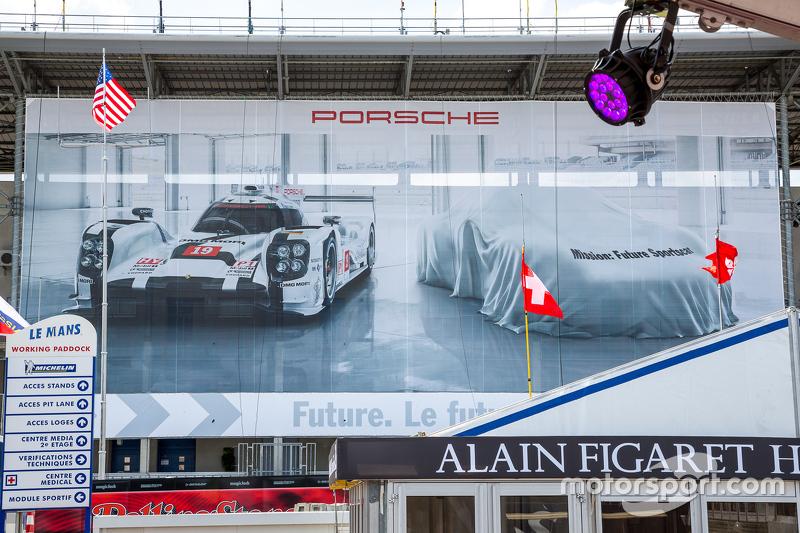 Porsche Team sign