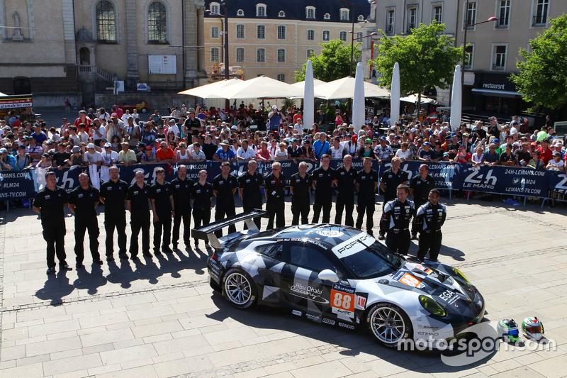 #88 Abu Dhabi Proton Competition Porsche 911 RSR: Крістіан Рід, Клаус Бахлер, Халед Аль-Кубайсі