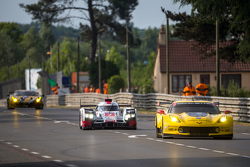 #7 Audi Sport Team Joest Audi R18 e-tron quattro: Marcel Fässler, Andre Lotterer, Benoit Tréluyer pr