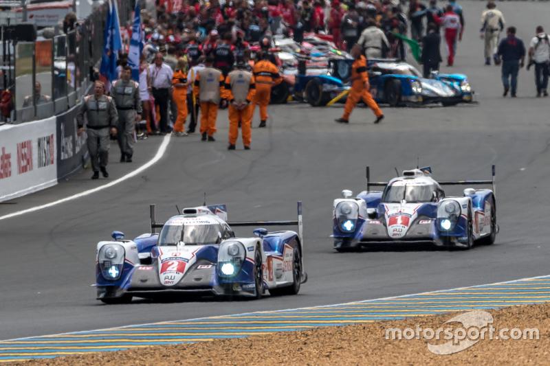 #2 Toyota Racing, Toyota TS040 Hybrid: Alexander Wurz, Stéphane Sarrazin, Mike Conway beim Verlassen der Startaufstellung