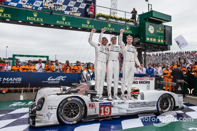Le Mans: Earl Bamber (Nieuw-Zeeland), Nico Hülkenberg (Duitsland), Nick Tandy (Groot-Brittannië)