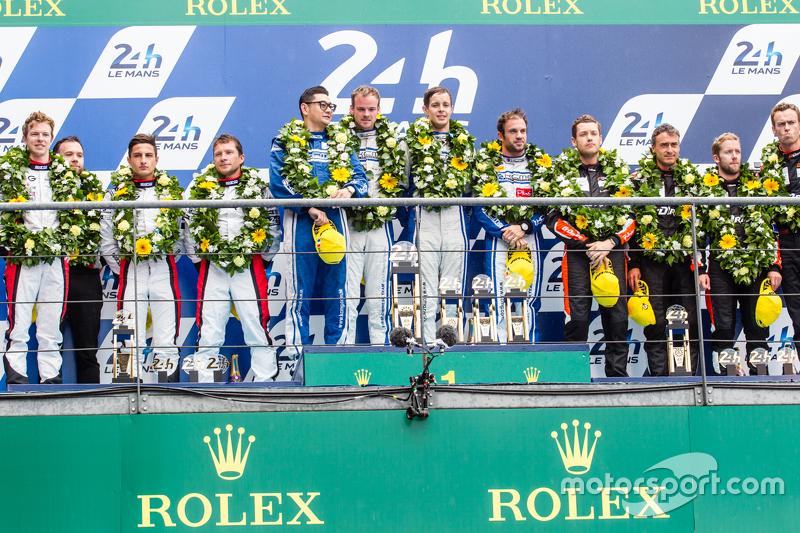 LMP2 podium: classJuara balapan#47 KCMG ORECA 05: Matthew Howson, Richard Bradley, Nicolas Lapierre,