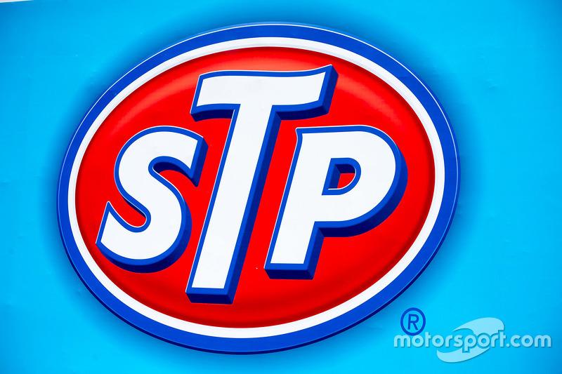 STP-Schriftzug