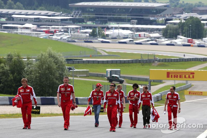 Esteban Gutierrez, Scuderia Ferrari, und Sebastian Vettel, Scuderia Ferrari