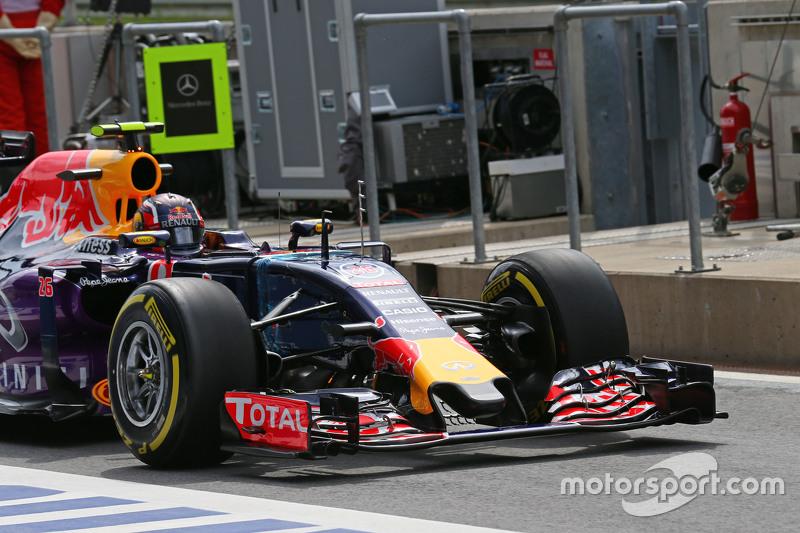 Daniil Kvyat, Red Bull Racing RB11 - front wing