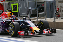 Daniil Kvyat, Red Bull Racing RB11 - sayap depan