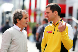 Alain Prost, with Remi Taffin, Renault Sport F1 Head of Track Operations