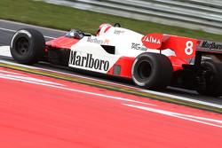 Ники Лауда, Mercedes за рулем McLaren MP4/2 на параде легенд