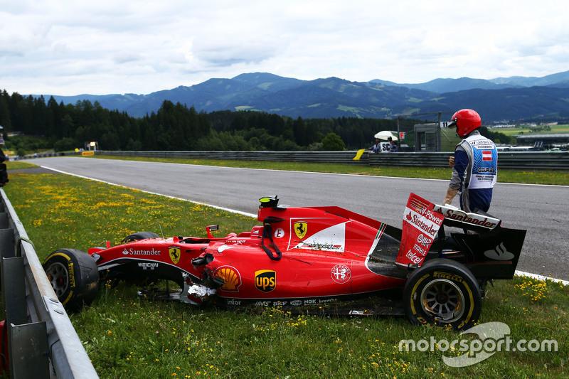 Der beschädigte Ferrari SF15-T von Kimi Räikkönen, Ferrari
