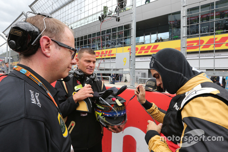 Pastor Maldonado, Lotus F1 Team and Mark Slade, Lotus F1 Team, Race Engineer