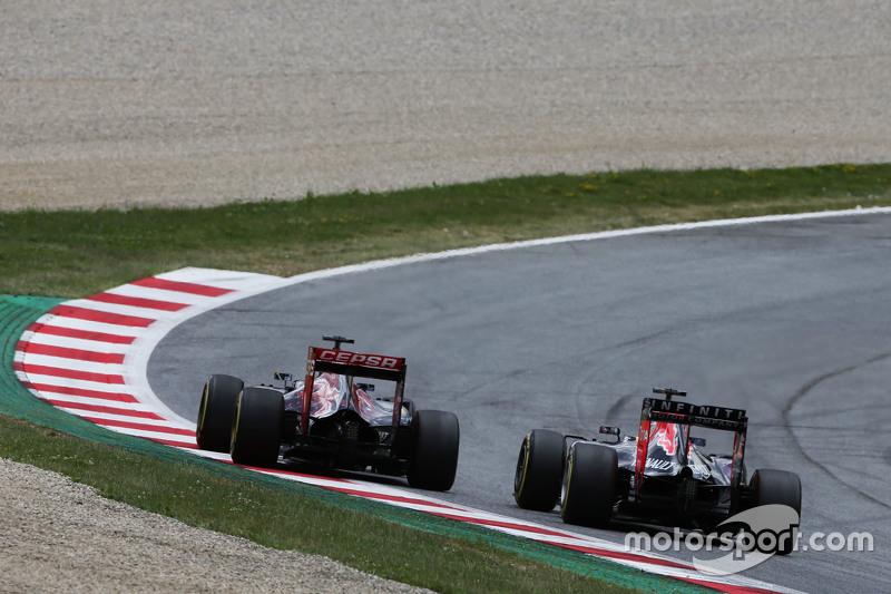 Max Verstappen, Scuderia Toro Rosso STR10, und Daniel Ricciardo, Red Bull Racing RB11, im Zweikampf